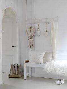 white interior design www.barefootstyling.com