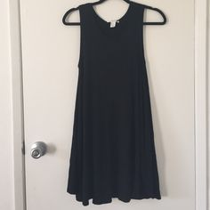 Black Shift Dress Worn once, lose fit, soft material, flowy from the bottom Forever 21 Dresses