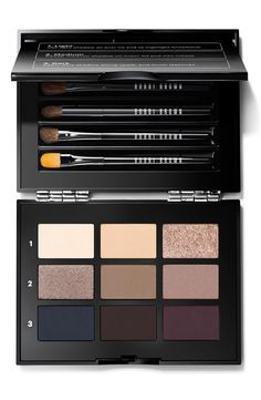 Four essential brushes, nine gorgeous shadows, endless eye looks: Bobbi's Everything Eyes Palette is a must-have for anyone who's all about eyes. Classic, smoky or night-out, this luxe palette lets you create virtually any look.