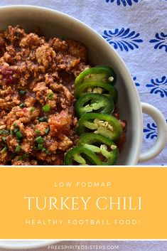 It's football season and that means chili for those soon to be chilly days. This version is a low FODMAP chili, and is healthy and delicious! Fodmap Recipes, Healthy Recipes, Vegetarian Recipes, Low Gi Foods, Low Fodmap, Fodmap Diet, Turkey Chili, Football Food, Football Season
