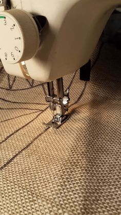 The Foolproof Way to Get Your Design on Linen Sewing a running stitch along the outside edge of your design stabilizes the linen while you hook Rug Hooking Designs, Rug Hooking Patterns, Rug Patterns, Hook Punch, Hand Hooked Rugs, Running Stitch, Penny Rugs, Punch Needle, Rug Making