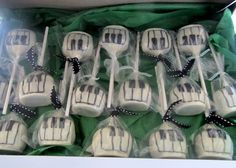• Piano Key Cake Pops