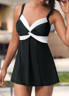 Two Piece Retro Black Tankini Swimsuit for Women. Plus size Available Plus Size Bikini Bottoms, Plus Size Tankini, Women's Plus Size Swimwear, Tankini Swimsuits For Women, Curvy Swimwear, Plus Size Dresses, Plus Size Outfits, Plus Size Kleidung, Black Tankini