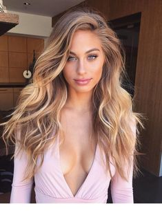 Long Waves with Warm Caramel Balayage - 70 Balayage Hair Color Ideas with Blonde, Brown and Caramel Highlights - The Trending Hairstyle Hair Blond, Ombre Hair, Ciara Blonde Hair, Beach Blonde Hair, Curly Hair, Brown Hair, Gorgeous Hair, Amazing Hair Color, Trendy Hairstyles