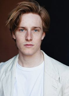 Pretty And Cute, Pretty Boys, Tv Actors, Actors & Actresses, Louis Hofmann, Human Painting, Blonde Actresses, Suzanne Collins, Strawberry Blonde