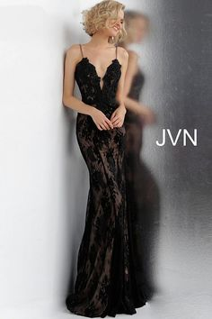 Curated collection of robe designer evening dresses and gowns for your special occasion: cocktail party dress, prom night, bal gown, wedding and graduation. Black Lace Bridesmaid Dress, Black Prom Dresses, Formal Dresses, Formal Wear, Black Evening Dresses, Bridesmaid Gowns, Lace Dresses, Elegant Dresses, Black Wedding Gowns
