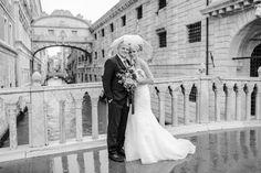 Shooting, in Venedig, bei Regen,schwarz-weiß, Braut,