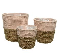 V preproste, a ljubke košare iz vodne hijacinte lahko pospravite svoja oblačila, revije ali copate. //  You can pack your clothes, magazines or slippers into simple but lovely water hyacinth baskets. Kitty Pryde, Laundry Basket, Wicker Baskets, Cool Things To Buy, Shabby Chic, Bedroom, Home Decor, Ideas, Cool Stuff To Buy