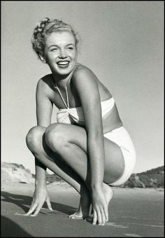 'My Marilyn' is the exhibition promoted by Ruote da Sogno on the occasion of Fotografia Europea 2017 – Circuito OFF in Reggio Emilia (Italy). Beautiful pictures of Marilyn Monroe shooted by Bert Stern, George Barris and André De Dienes. Marylin Monroe, Fotos Marilyn Monroe, Poses References, Actrices Hollywood, Marlene Dietrich, Norma Jeane, Brigitte Bardot, Bombshells, Old Hollywood