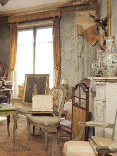 ARich Woman Abandoned This Apartment In 1942. What They Just Found Inside Is Incredible. Madame de Florian was a French socialite and actress who fled to the south of France during World War II. She kept her apartment in Paris on the Right Bank near the Opéra Garnier, though, in case she wanted to return. However, she never went back to it after the war. Since 1942, the apartment has been sitting untouched,