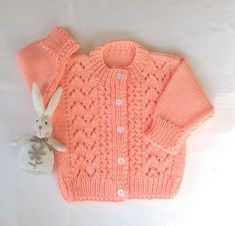 Knitted baby cardigan - 6 to 12 months - Baby shower gift - Baby clothing - Baby knit sweater - Infant peach jumper Diy Crochet Cardigan, Baby Cardigan Knitting Pattern, Knitted Baby Cardigan, Baby Hats Knitting, Baby Knitting Patterns, Baby Outfits, Cardigan Bebe, Sweater Cardigan, Handgestrickte Pullover