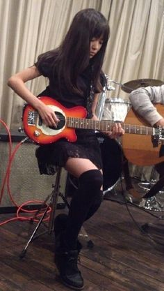 MOA 菊池最愛 she can play the guitar