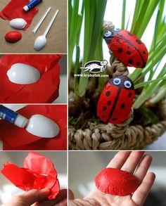 Marienkäfer selber basteln mit Kindern - Plastiklöffel-Bastelideen - Gartendeko