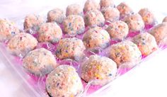 A sweet treat for the dessert bar: Birthday Cake Truffles from Christina Tosi of Momofuku Milk Bar! Momofuku Cake, Milk Bar Birthday Cake, Momofuku Milk Bar, Birthday Desserts, Birthday Recipes, Halloween Desserts, Brownie Cupcakes, Cake Truffles, Cake