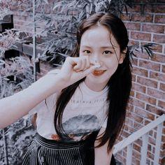 Kpop Girl Groups, Korean Girl Groups, Kpop Girls, Blackpink Jisoo, Peek A Boos, South Korean Girls, Rose, T Shirts For Women, Female
