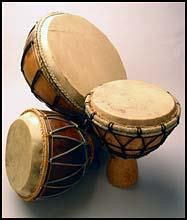Make a drum. Drum Lessons For Kids, Drum Craft, Diy Drums, Decorative Gourds, Birdhouse Designs, Painted Gourds, Art Carved, Gourd Art, Diy Arts And Crafts