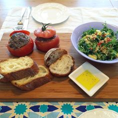 昼ごはんはエスケールのパンにトマトファルシタブレ(クスクスサラダ) #meallog #tw #food #foodporn