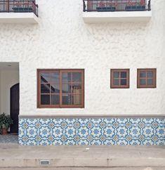 Construction firm Brenes y Salas faced condominiums near Cartago, Costa Rica, with Granada Tile's Ronda tile design. Tile photo, Brenes y Salas.