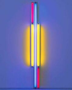 Dan Flavin untitled (to Piet Mondrian) 1985  Dan Flavin est un des artistes majeur de ce qu'on le minimalisme. Ce courant esthétique naît aux USA dans les années 60/70 en réaction aux expressionnistes abstraits : #Pollock #dekooning #joanmitchell ... le minimalisme est une réponse radicale de la jeune génération qui compte parmis elle : #Carlandre #donaldjudd #sollewitt #richardserra ... Le principe de cette esthétique est aussi simple que radical : on se concentre sur une forme un matériau…