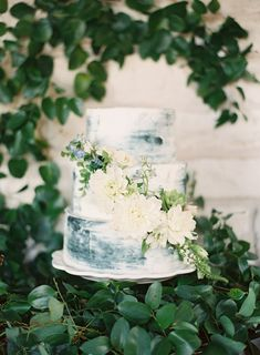 sea inspired wedding cake | Photography: Hannah Haston Photography