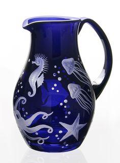 "The ""Frutti die Mare – Starfish"" jug from Artel adds holiday flair to the table. Its engravings make the dark blue jug resemble a deep-sea aquarium. Cobalt Glass, Cobalt Blue, Rotter Glas, Himmelblau, Duck Egg Blue, Life Design, Nautical Theme, Beach Themes, Sea Creatures"