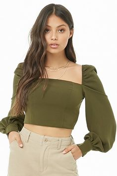 Bishop-Sleeve Crop Top in white or black Teen Fashion Outfits, Stylish Outfits, Fashion Dresses, Cute Outfits, Girl Fashion, Fashion Design, Fashion 2017, Crop Top Styles, Jugend Mode Outfits
