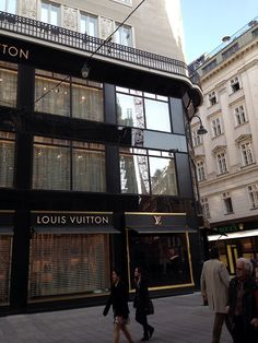 I am not a big fan of LV but I love their building. C l a s s y in the city