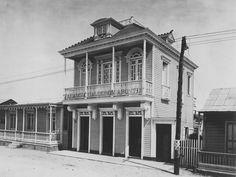 En la primera planta se encontraba la Farmacia Calderón Aponte. (Residencia José Calderón Aponte) Cataño, Puerto Rico (1898-1917)