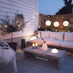 This woman has it FIGURED OUT when it comes to outdoor rooms… This is everything! This woman has it FIGURED OUT when it comes to outdoor rooms! Design Exterior, Interior And Exterior, Back Patio, Backyard Patio, Backyard Ideas, Garden Ideas, Outdoor Rooms, Outdoor Decor, Outdoor Areas