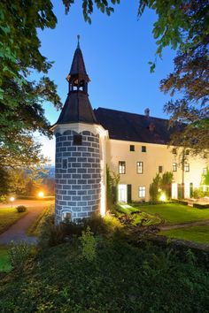 A magnificent castle to hire in the heart of Austria for large groups of up to Set in stunning countryside and just a short walk from 2 golf courses Big Houses, Renting A House, Game Room, Austria, Golf Courses, Castle, Sleep, Mansions, House Styles