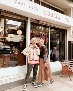 Friendship Goal Hijab Style Ideas Every Fashion Girls Need To Try – Hijab - Trend Modern Hijab Fashion, Hijab Fashion Inspiration, Muslim Fashion, Modest Fashion, Girl Fashion, Casual Hijab Outfit, Hijab Chic, Ootd Hijab, Modest Dresses