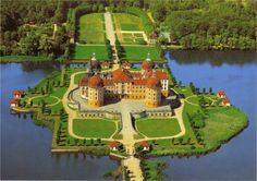 Famous Castles and Palaces in the World part 1