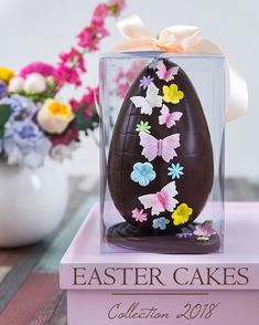 A feast of color with mini drip cakes to tantalize taste buds! Sugar Eggs For Easter, Easter Candy, Easter Eggs, Chocolates, Easter Chocolate, Chocolate Bark, Bolo Minnie, Easter Egg Designs, Couture Cakes