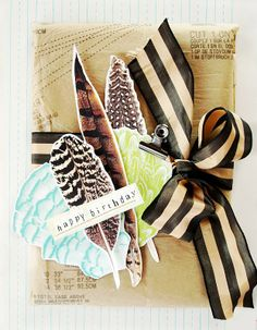 Paper feathers #feather #gifts van: http://thepinkcouch.blogspot.nl/2010/08/lazy-saturday-afternoon.html