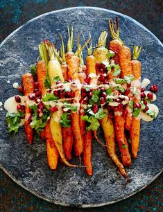 Healthy Thanksgiving Side Dish Idea: Roasted carrots with tahini and pomegranate Sweet and nutty and topped with juicy pomegranate seeds, these are a far cry from your normal roast veggies. This vegan dish will serve four as a side dish. Vegetable Dishes, Vegetable Recipes, Vegetarian Recipes, Cooking Recipes, Healthy Recipes, Gluten Free Japanese Recipes, Vegetarian Starters, Fast Recipes, Cooking Food