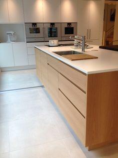 Bilderesultat for tingbø Minimalist Home Decor, Minimalist Interior, Küchen Design, Interior Design, Brooklyn Kitchen, Low Cabinet, Kitchen Taps, Cabinet Colors, Home Kitchens