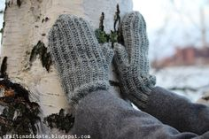 merenkulkijan lapaset + ohje design by craft candidate Gloves, Winter, Crafts, Design, Winter Time, Manualidades, Handmade Crafts, Craft, Crafting