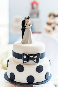 1000 images about wedding cakes on pinterest wedding cakes wedding cake vintage and. Black Bedroom Furniture Sets. Home Design Ideas