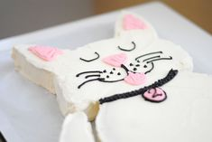 For my daughter's birthday I wanted to make a cake that she'd appreciate not only for its sugar content but for its appearance. This kitty cat cake was perfect for my animal loving… 10th Birthday, Baby Birthday, Birthday Cakes, Birthday Ideas, Vanilla Frosting, Cake Icing, Art Party, Round Cakes, Frosting Recipes