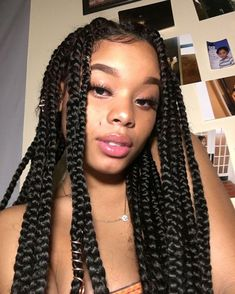 It's been a while since I did not make a protective hairstyle, this time I chose braids. Braids or Box Braids in our English friends have been a great success for a few years. Baddie Hairstyles, Box Braids Hairstyles, Pretty Hairstyles, Girl Hairstyles, Korean Hairstyles, Simple Hairstyles, Bandana Hairstyles, Big Box Braids, Box Braids Styling
