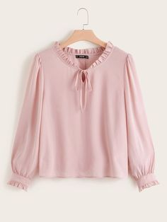 Stylish Dress Designs, Stylish Dresses, Kurta Designs, Blouse Designs, Girls Fashion Clothes, Fashion Outfits, Bluse Outfit, Hijab Stile, Sleeves Designs For Dresses
