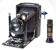 The Camera Site   over 250 old cameras, their specifications, pictures and descriptions