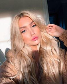 Lovely platinum hair tone - LadyStyle You are in the right place about platinum blonde hair men Here Blonde Hair Looks, Brown Blonde Hair, Blonde Wig, Girls With Blonde Hair, Cool Toned Blonde Hair, Baby Blonde Hair, Blond Girls, Black Hair, Blonde Balayage