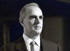 Κωνσταντίνος Γ. Καραμανλής (1907 – 1998): Κορυφαίος έλληνας πολιτικός, με καθοριστική συμβολή στον οικονομικό και πολιτικό εκσυγχρονισμό της χώρας.