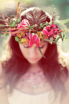 Floral crown for a gorgeous bohemian bride | photography by www.sanshinephotography.com