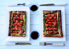 Delicious tart with asparagus and tomatoes