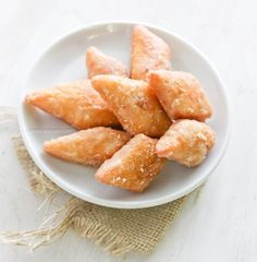 This mithai is a soft, fried fitter is a popular treat at Guyanese and Trinidadian special occasions such as weddings and parties. Indian Desserts, Indian Sweets, Köstliche Desserts, Indian Food Recipes, Delicious Desserts, Dessert Recipes, Diwali Recipes, Indian Dishes, Carribean Food