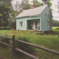 Posy's house in Vermont, an off-grid (never on) little old cottage. Photo by Heather of Beauty That Moves. Small Cottage Interiors, Small Cottage Homes, Old Cottage, Rustic Cottage, Tiny Homes, Cottage House, Cottage Living, House Interiors, Cottage Style