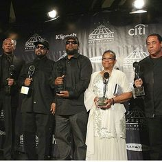 Eazy-E's mom accepts award for him at the 31'st Annual Rock & Roll Awards 2016