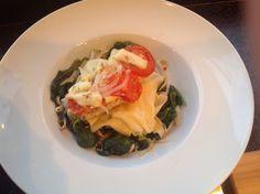 Verse homemade pasta spinazie taugé en kabeljauwfilet